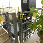 Мачтовый подъемник ПК «Подъемное Оборудование» на производстве