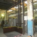 Малый грузовой подъемник ПК «Подъемное Оборудование» на производстве