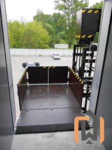 Малый грузовой подъемник для компании Деловые линии, Тверь, май 2016